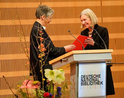 Förderin des Buches: Börsenverein zeichnet Elisabeth Niggemann aus