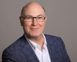 Dussmann das KulturKaufhaus holt Spezialisten für Fachinformationen und B2B-Geschäft